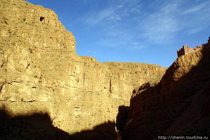 Замок-кафе на краю скалы