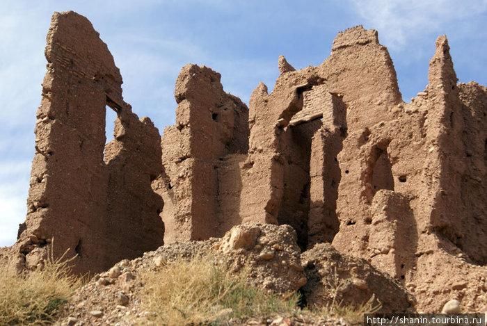 Руины глинобитного замка