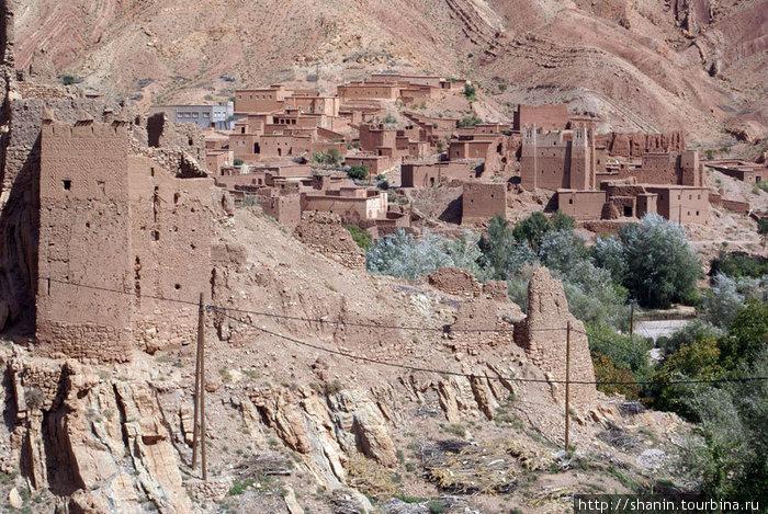 Глинобитные замки в ущелье Додес