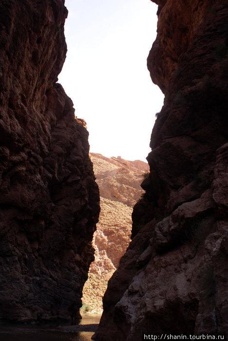 В ущелье Додес, выход очень близок, но вода глубокая