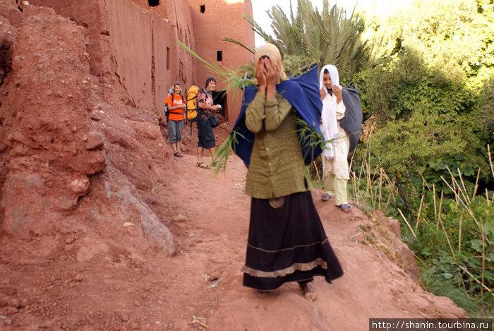 Марокканские девушки очень стеснительные!