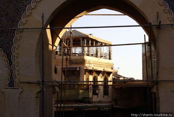Вход в медину Феса — раннее утро