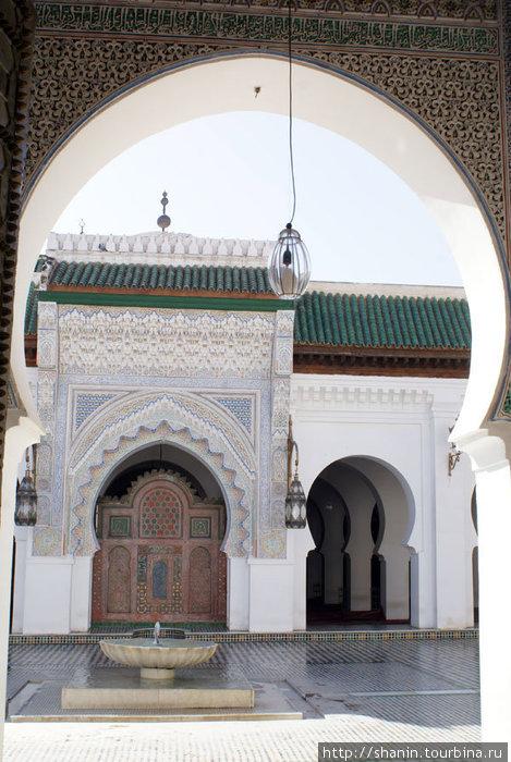 Во внутреннем дворе Великой мечети