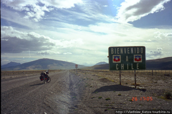 Добро пожаловать в Чили! Позже по дороге встречал ещё несколько таких стендов...