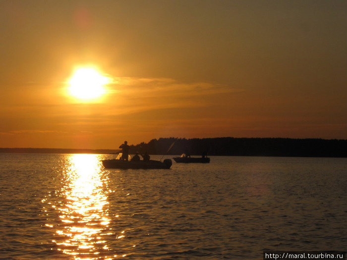 Рыбаки поднялись ни свет, ни заря