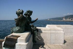 скульптурная композиция на набережной
