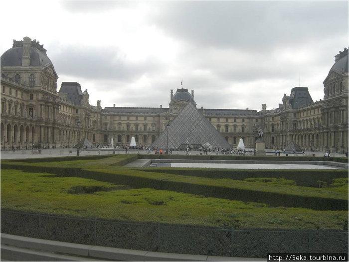Здание Лувра