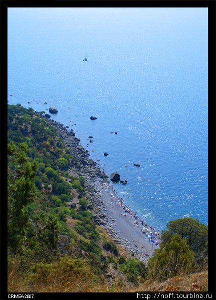 Ближний пляж внизу