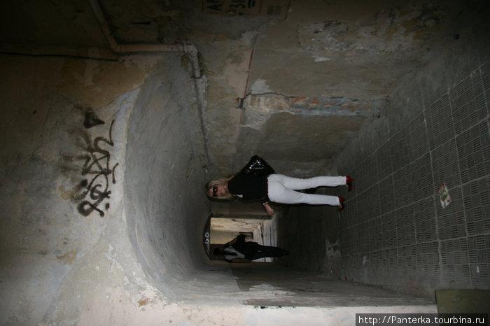 Наша цель — где-то там, в конце туннеля... Идем на запах кофе :)