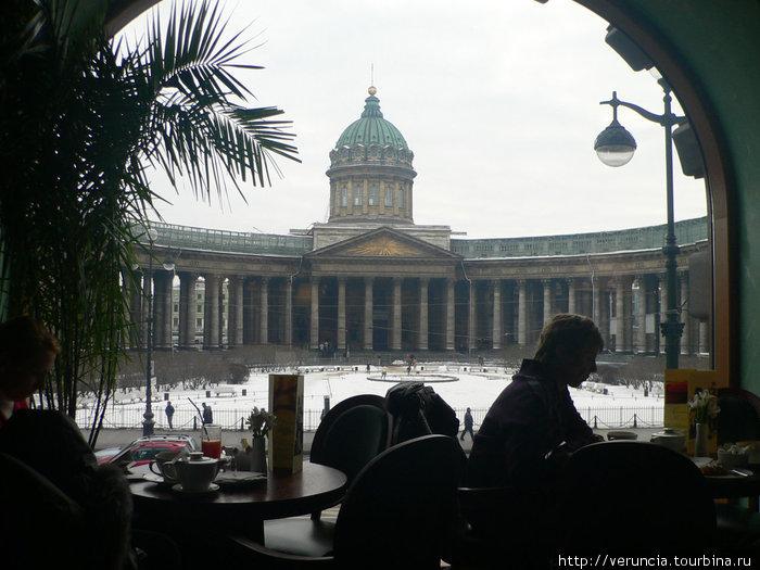 Вид на Казанский собор, фотографировала, не вставая со стула