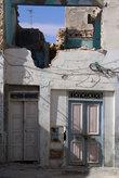Полуразрушенный дом