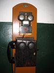 Древний телефонный аппарат