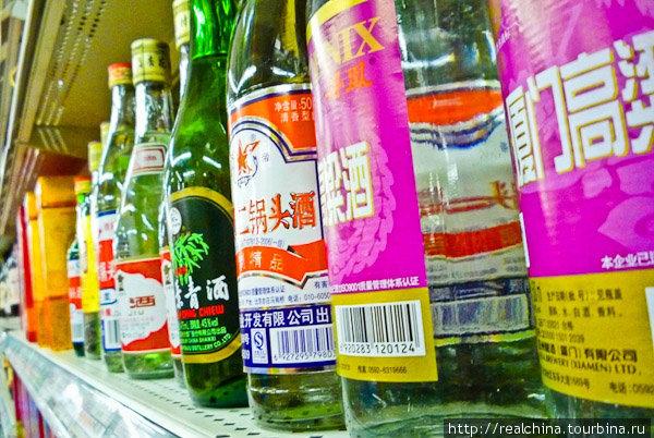 Пол-литра 67% (!) градусной водки стоят 8 юаней (35 рублей). При этом за полтора года жизни в Китае пьяных я видел всего дважды. Думаю, тут нам всем есть, о чем задуматься!
