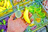 Вы берете такой вот пластиковый фрукт, зубами прогрызаете в нём дырку и выпиваете содержимое. Внутри — ярко красное или ярко зелёное, или ярко жёлтое сладкое желе. Как на вкус? Как шампунь с сахаром