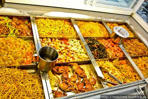 Китайские салаты сделаны из «непонятно чего». Они источают резкий, кисло-острый запах, выглядят совершенно кошмарно. Но, черт побери, какие же они вкусные!..