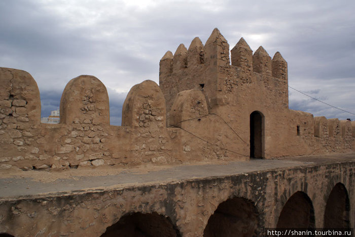 Городская стена — вид изнутри медины