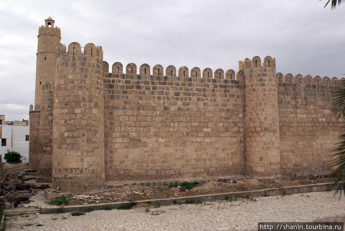 Крепость-монастырь в центре медины Суса