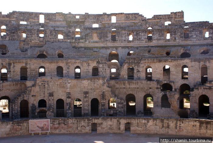 Римский амфитеатр в Эль-Джме, вид изнутри