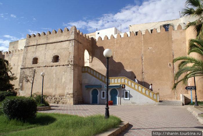 Боковой вход в медину Сфакса, отсюда начинается туристический маршрут по Старому городу