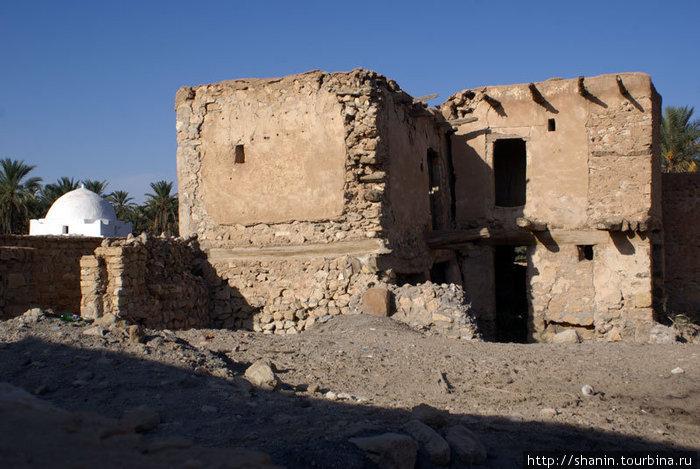 Разрушенный дом в медине Кебили
