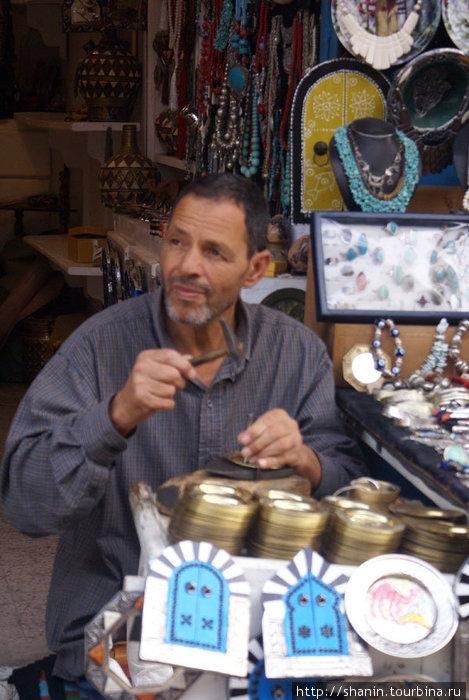Ремесленник на улице Сиди Бу-Зида