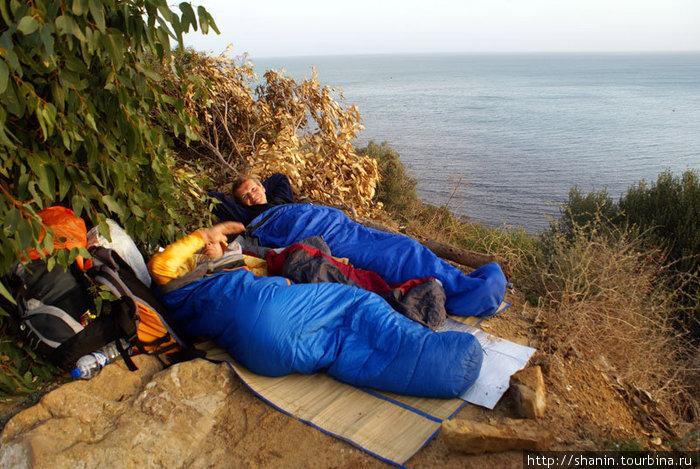 Утро на берегу моря, у руин Карфагена или даже прямо на них — еще не раскопанных!