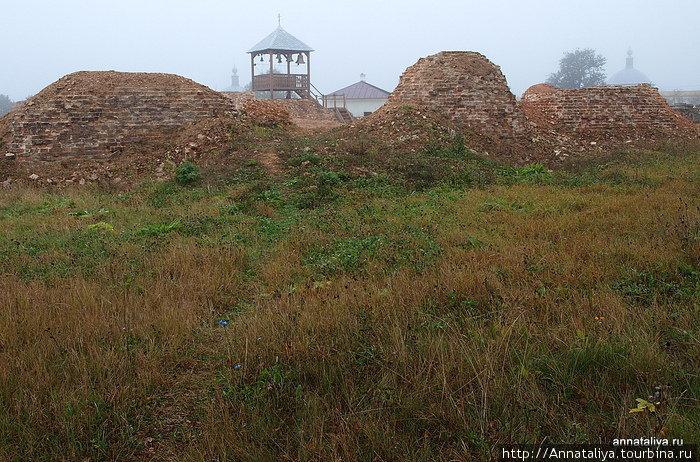 Руины Успенского храма, разрушенного большевиками в 1930 году