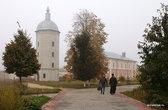 Сейчас в Свенской обители живет одиннадцать монахов и около десяти послушников. И надо сказать, монастырь они восстанавливают довольно-таки активно.