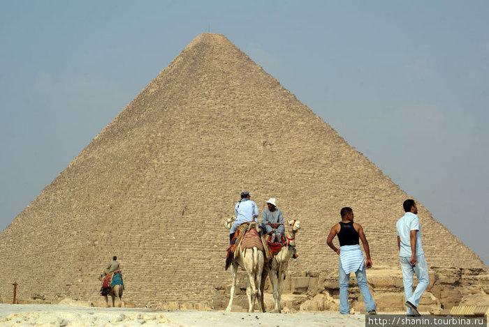 У пирамиды Хеопса