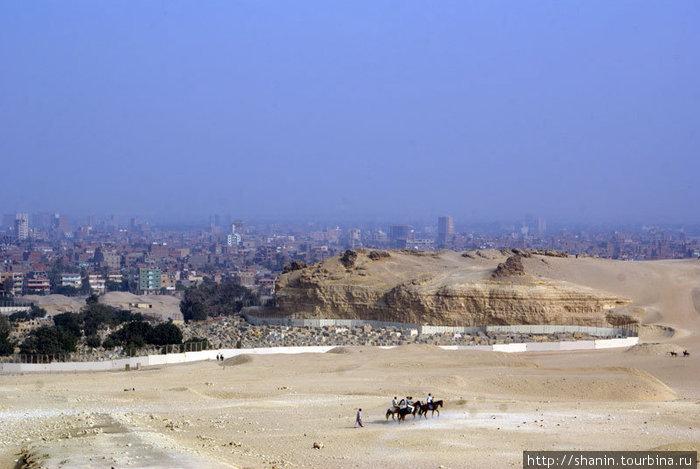 Вид на Каир с плато Гизы