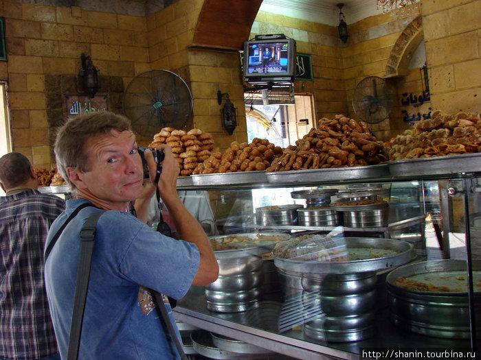 Печенье и сладости в каирской кондитерской