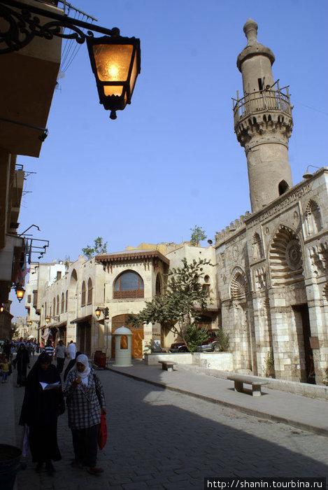 На улице в мусульманском центре Каира