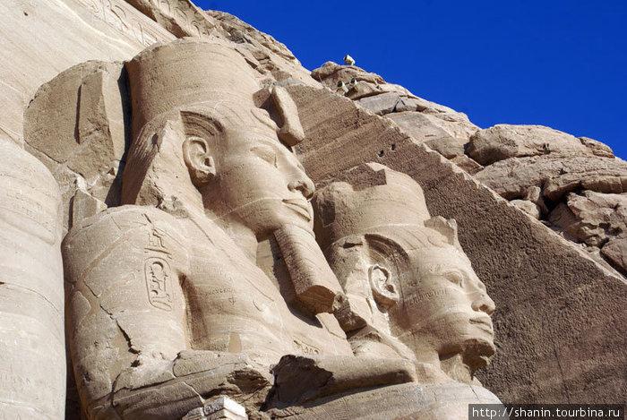 Два фараона в храме Рамзеса II в Абу Симбел