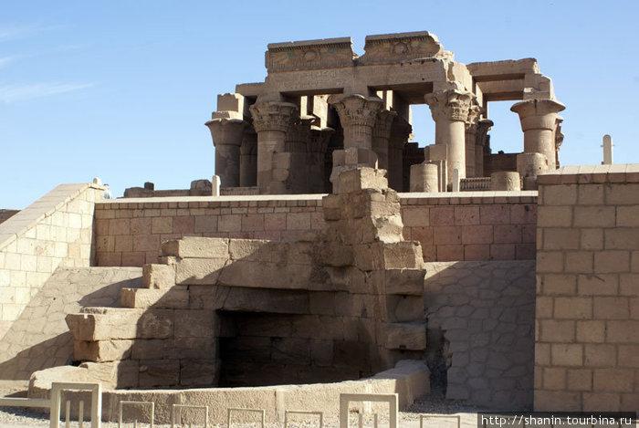 Храм Комомбо