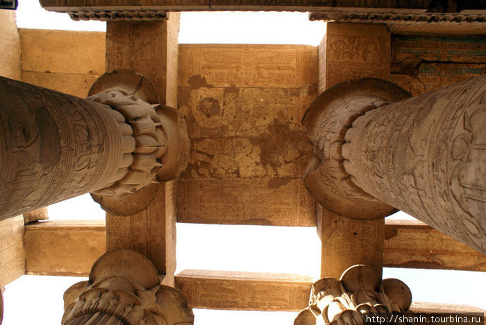 Потолок в храме Комомбо