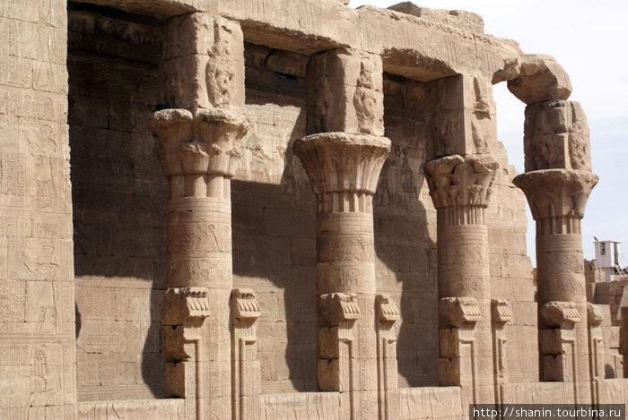 Колонны в храме Гора в Эдфу