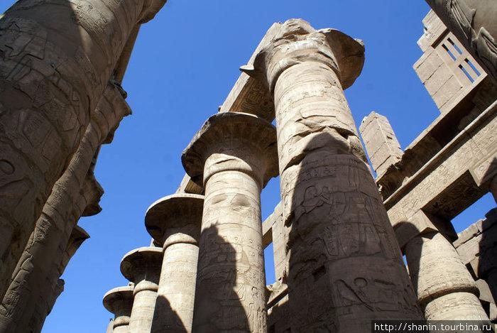 Гигантские колонны в Карнакском храме