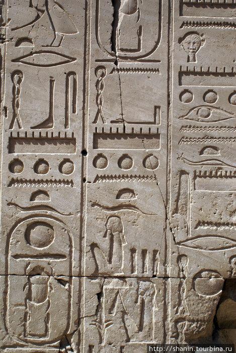 Иероглифы в Карнакском храме