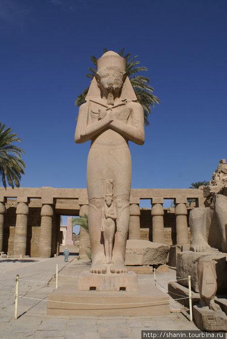 Статуя фараона