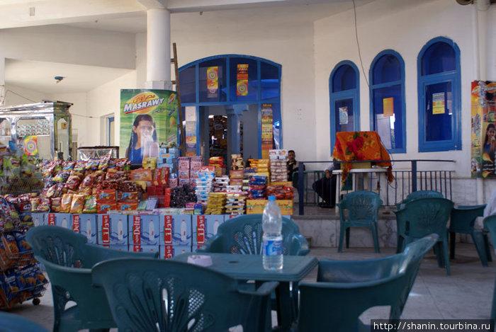 В здании автовокзала в Дахабе