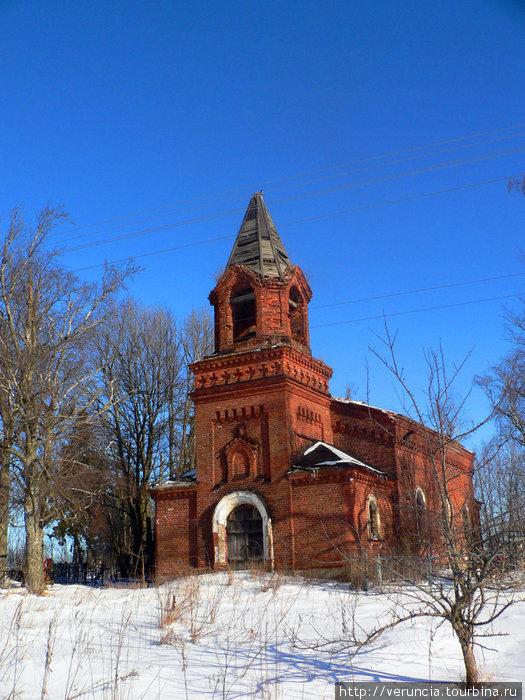 Колокольня на кладбище