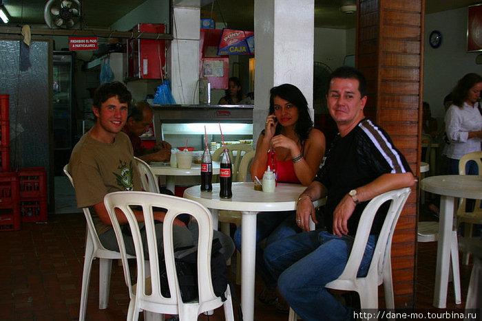 В кафе с новыми друзьями