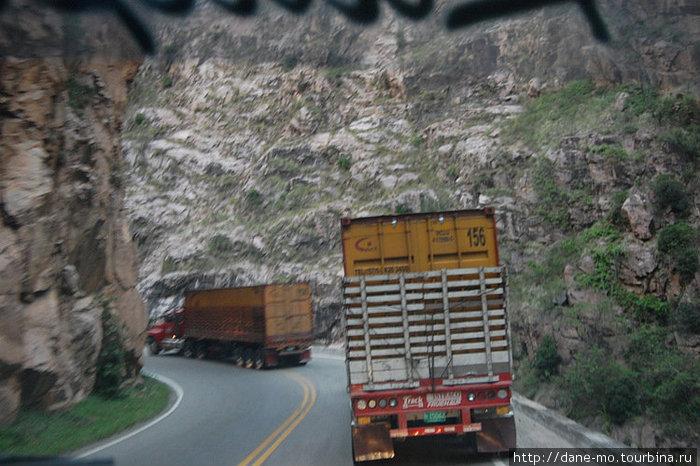 Участок дороги — узкий каньон