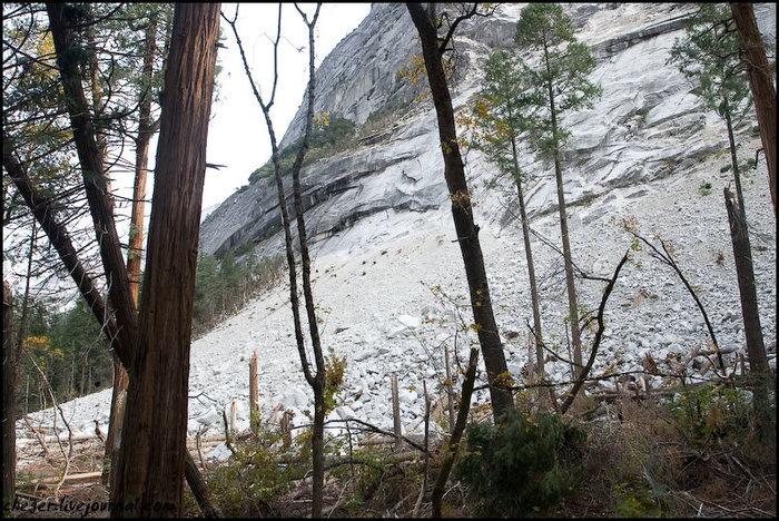 Обвал, произошедший тут в марте этого года Йосемити Национальный Парк, CША
