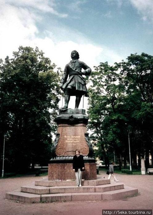 Памятник Петру I. Фото отсканировано
