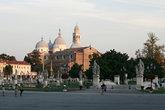 вид на базилику Святого Антония с Прато-делла-Валле