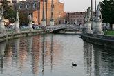 канал на площади Прато-делла-Валле
