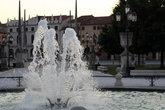 фонтан в центре Прато-делла-Валле