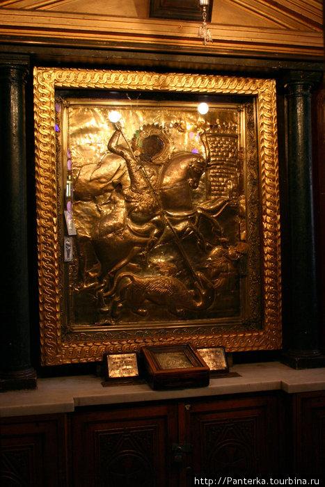 Золотая икона в церкви св. Георгия
