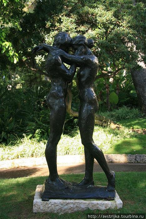 трогательная скульптурная композиция в садах Святого Мартина